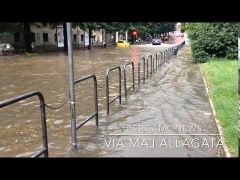 Nubifragio su Bergamo, via Maj allagata
