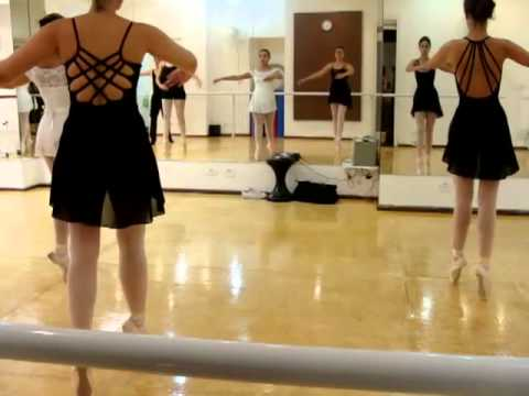 Aulas de Ballet Clássico para Adultos na Sala de Dança