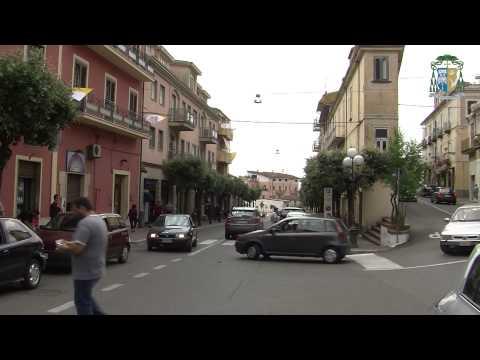 """Papa in Calabria. Domani il giorno della """"grande festa"""", Cassano si colora di bianco e giallo"""