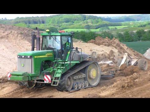 Трактор John Deere 9520 в работе
