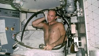 Video Weird Things You Didn't Know About Space Flight MP3, 3GP, MP4, WEBM, AVI, FLV Juli 2019