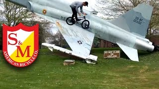 Harry is one of the most technical street riders on earth and reps the shield in the UK! Look closely at these combos, there's a lot going on.Edited by @charliecrummusic by jak3 : https://soundcloud.com/1ja2ke3/chronicHarry rides a UFO but a lot of these clips were on a BTM:http://www.sandmbikes.com/product/hardgoods/frames/ufo-frame/http://www.sandmbikes.com/product/hardgoods/frames/hoder-signature-btm-frame/and Harry has a bunch of fire clips in our new DVD:http://www.sandmbikes.com/product/merch/hot-dogs-who-cant-read-dvd/
