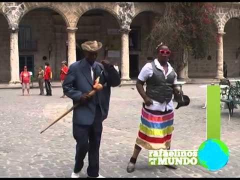 Charlando con un Sr. vendedor de libros en Cuba