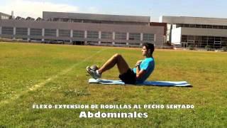 Abdominales superiores e inferiores con balón en los pies