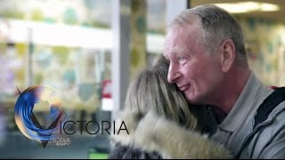 Reunited: Daughter finds homeless dad online after 20 years - BBC News