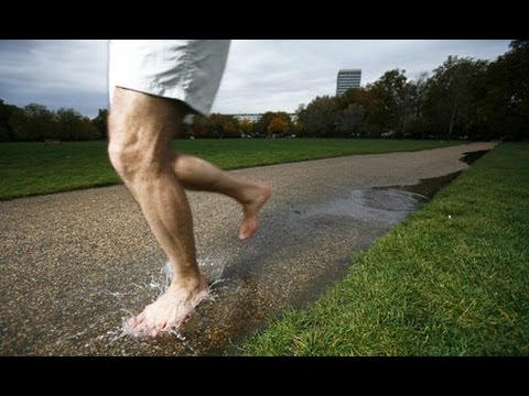Run: - How to run barefoot Subscribe to the Guardian HERE: http://bitly.com/UvkFpD Barefoot-running expert Ben Le Vesconte talks to Adharanand Finn, author of Runni...