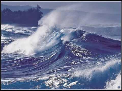 лодка исчезла в волнах но тотчас из глубокой