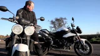2. Triumph Speed Triple 1050 - 2011 vs 2010