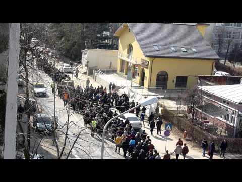 Botosani, trece o inmormantare 22.03.2011.MOV