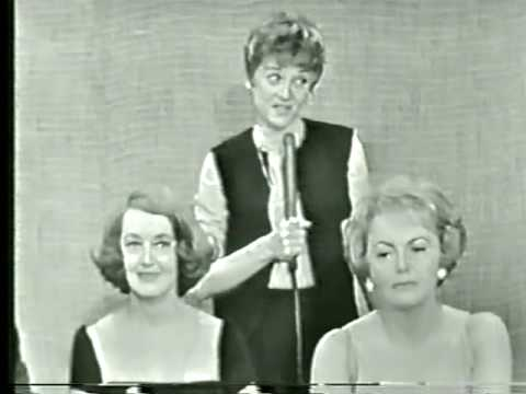 olivia de havilland - Screen legends Bette Davis and Olivia De Havilland guested together on TV legend Steve Allen's