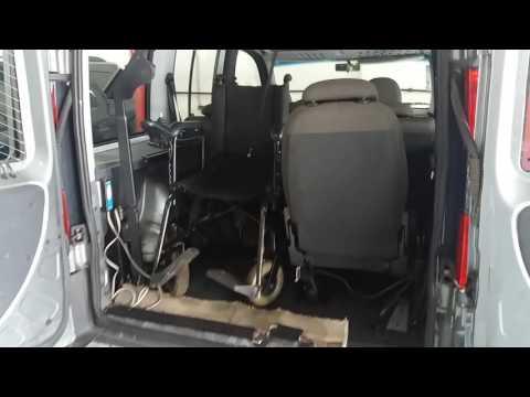Doblo 2013 adaptada para embarque e desembarque da cadeira de rodas na mala.