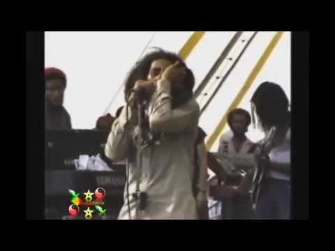 Bob Marley - Get Up, Stand Up 1979 Harvard Stadium, Boston
