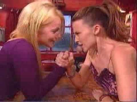 braccio di ferro femminile con bacio geri halliwell & kylie minogue