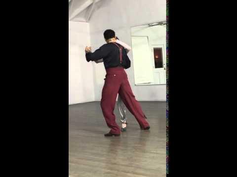 Una Donna Di 92 Inizia A Ballare Il Tango. Quello Che Fa Con Il Suo Partner E' Incredibile