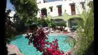 Situato nella zona più antica di ischia a due passi dal castello ARAGONESE.