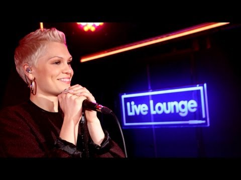 BBC 1 - Jessie J covers Taylor Swift's I Knew You Were Trouble for Fearne Cotton and Trevor Nelson in the BBC Radio 1 and 1Xtra Live Lounge.