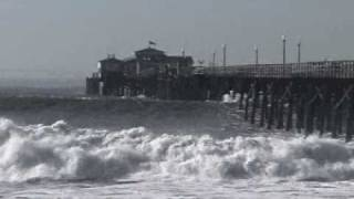 Seal Beach (CA) United States  city photo : Huge Waves Crash into the Seal Beach Pier (2005)