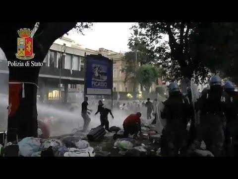 Εκκένωση πλατείας από πρόσφυγες-καταληψίες