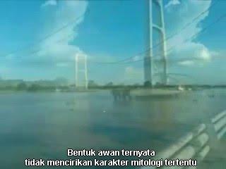Video Penampakan Awan Naga Saat Jembatan Tenggarong Runtuh 26 November 2011 MP3, 3GP, MP4, WEBM, AVI, FLV Agustus 2018