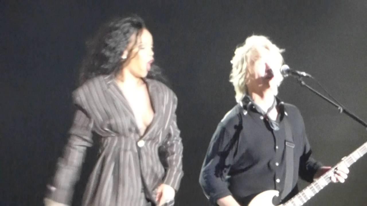 Rihanna Unfaithful (Live) retronew