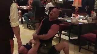 Były mistrz UFC obezwładnia pijanego agresora w restauracji