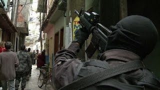 Não perca nenhuma notícia. Clique Aqui e inscreva-se ao canal! http://bit.ly/14Ewmqa Agentes especializados no combate ao terrorismo na França deram um trein...