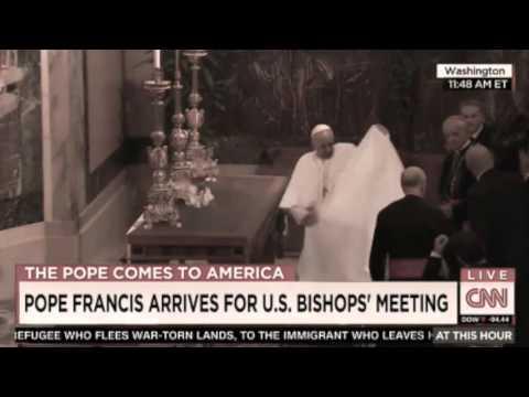 video divertente - numero di prestigio del papa francesco in diretta
