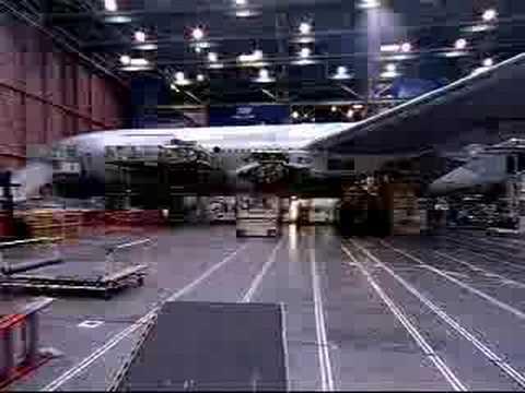 fabricante de aviones - espectacular video que resume en camara rapida como se construye un moderno boeing 777 en 4 minutos... impresionante.