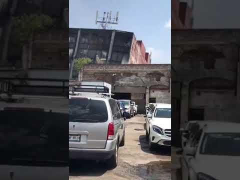 TEMBLOR EN MÉXICO - HOY - 19- 09- 2017 - EDIFICIO A UN LADO DE ESTACIONAMIENTO SE DERRUMBA, CDMX (видео)