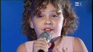 Wnuczka Luciano Pavarottiego wystąpiła na scenie! Gdy tylko zacznie śpiewać, przejdą Cię ciarki!