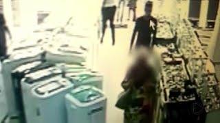 Quadrilha faz funcionários e clientes reféns durante assalto a loja de departamentos