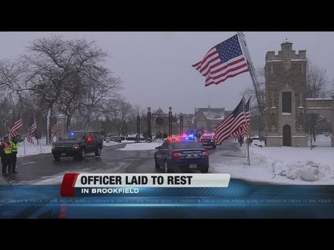 Thousands pay respects to Wauwatosa Police officer Jennifer Sebena