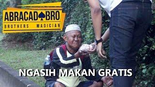 Video MAGICIAN GIVES FOOD TO HOMELESS WITH MAGIC TRICKS - abracadaBRO Street Magic Prank Indonesia MP3, 3GP, MP4, WEBM, AVI, FLV Januari 2018