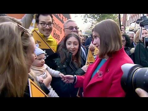 Βρετανία: Προεκλογικός αγώνας… εν μέσω παραιτήσεων