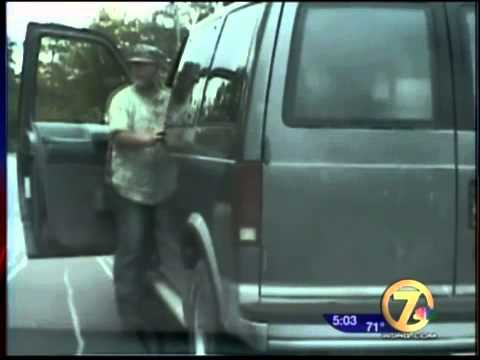 Cop Threatens To Shoot Man Who Is Legally Carrying A Gun In The Back 2013
