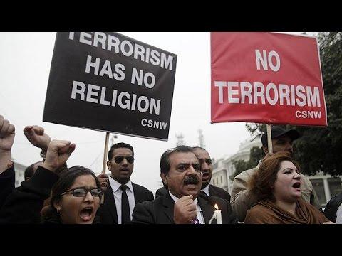 Πακιστάν: Διαδηλώσεις μετά το μακελειό σε πανεπιστήμιο