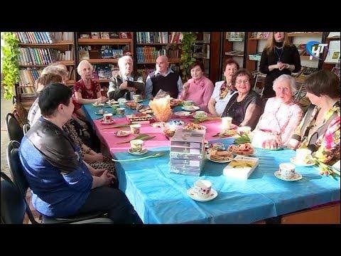 Директор фонда «Делаем добро вместе» поздравил читательниц библиотеки «Классика» с 8 марта