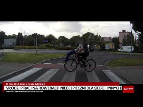 Wideo1: Młodzi rowerzyści z pasażerami na kierownicy