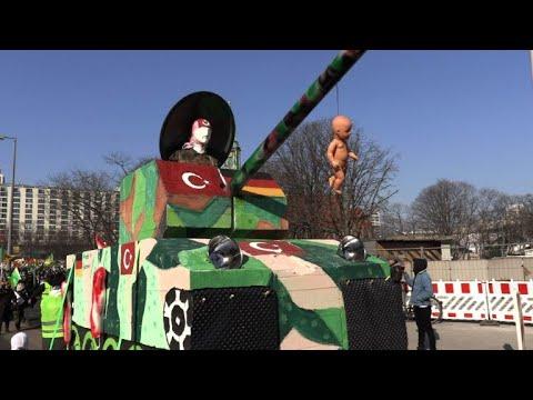 Tausende demonstrieren gegen türkische Angriffe auf Afr ...