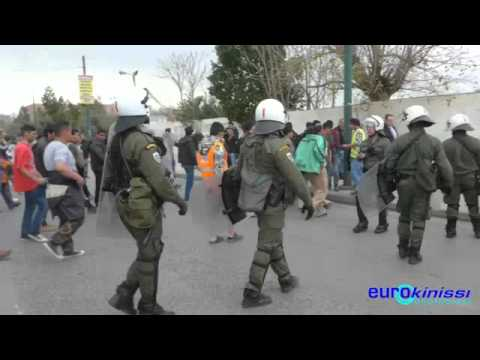 Ανεκόπη η πορεία μεταναστών προς την πλατεία Βικτωρίας