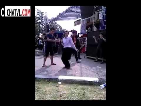 Hội làng quê em gặp đúng thánh nhảy :(