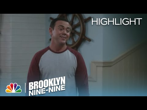 Brooklyn Nine-Nine 2.12 (Clip 'Cyrano de Boyle-gerac')