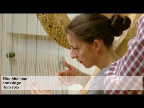 Silke Aichhorn backstage: Die Harfinistin kurz vor ihrem Konzert in Erlangen