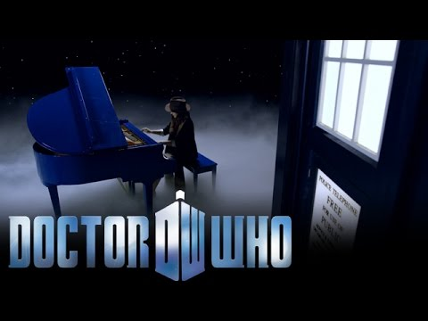 TARDIS Travelling Pianist Plays Doctor Who Theme Tune