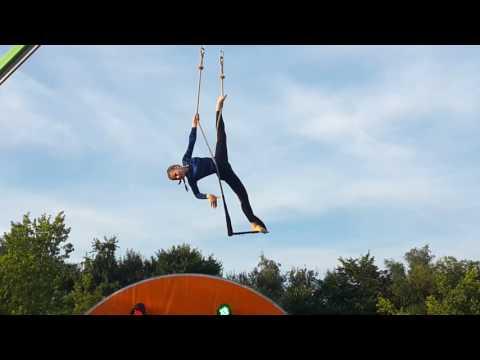 Video Zirkus Fiffix Einrad + Trapez Dorffest 2016 download in MP3, 3GP, MP4, WEBM, AVI, FLV January 2017