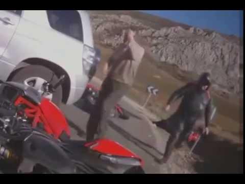 Camioneta derriba tres motociclistas