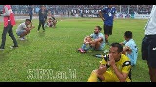 Download Video Tangis Haru Pecah di Surajaya, iringi kepergian sang Kiper Legenda Persela MP3 3GP MP4