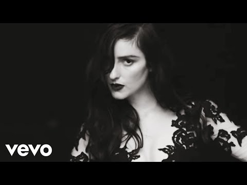 Watch BANKS' video for 'Beggin For Thread'