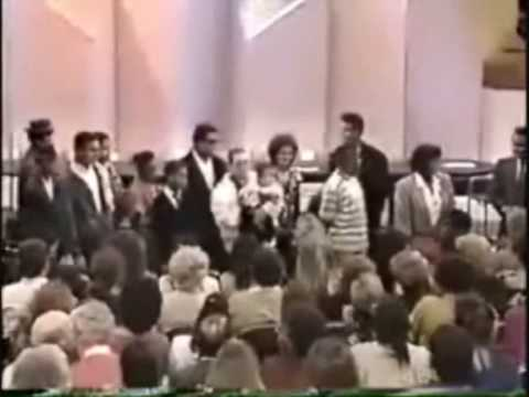 jackson family - In 1989 the entire Jackson family (excluding La Toya, Marlon, Michael and Janet) appeared on the Donahue Show to promote the film