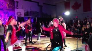 فيديو مذهل لسيدة عمرها 60 عاماً وترقص الهيب هوب بمهارة شديدة